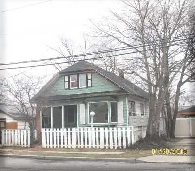Freeport Single Family Home For Sale: 2 Oak St