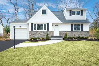 Greenlawn Single Family Home For Sale: 32 Whittier Dr