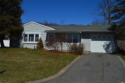 Farmingville Single Family Home For Sale: 65 Rosemont Ave