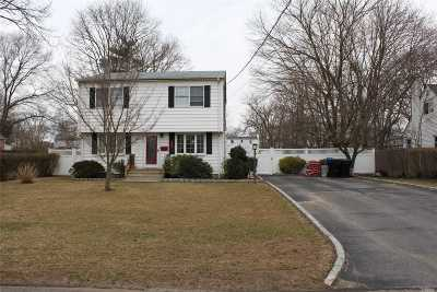 West Islip Single Family Home For Sale: 835 Bay Shore Ave