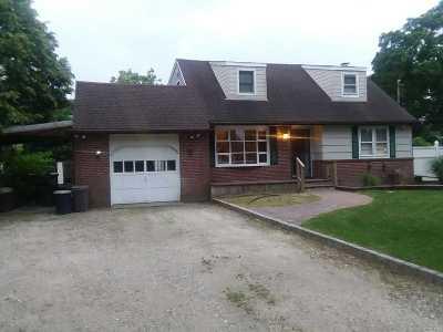 Sayville Single Family Home For Sale: 56 Dunn Ct