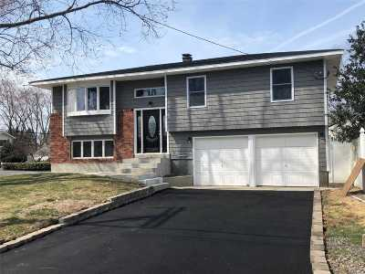 Bay Shore Single Family Home For Sale: 1344 N Thompson Dr