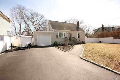 Sayville Single Family Home For Sale: 10 Alfan Dr