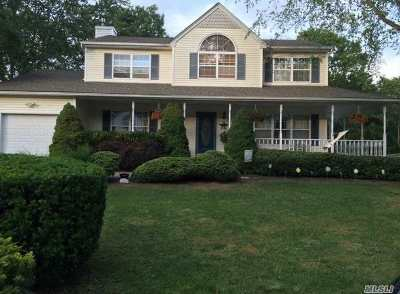 Manorville Single Family Home For Sale: 23 Evelyn Ct