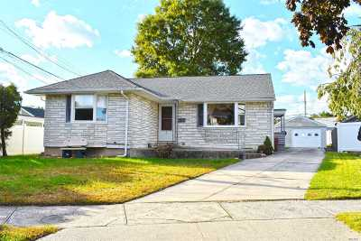 Bethpage Single Family Home For Sale: 2 Cambridge Ct