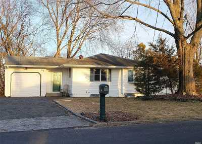 Selden Single Family Home For Sale: 85 Ruland Rd