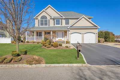 Smithtown Single Family Home For Sale: 10 Yellow Top Lane