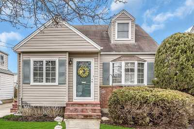 W. Hempstead Single Family Home For Sale: 233 Belmont Ave