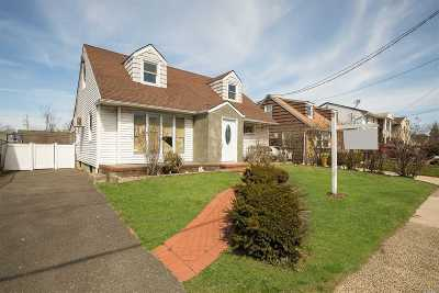Woodmere Single Family Home For Sale: 858 Peninsula Blvd