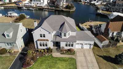 Wantagh Single Family Home For Sale: 2632 Riverside Drive