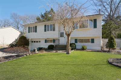 Lake Ronkonkoma Single Family Home For Sale: 39 Topaz Dr