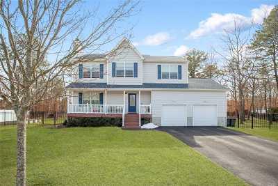 Ridge Single Family Home For Sale: 8 Toussie Ct