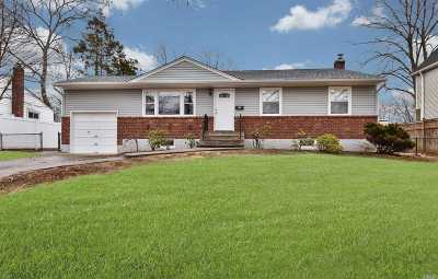 E. Northport Single Family Home For Sale: 20 Meadow Haven Ln