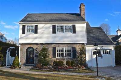 Garden City Single Family Home For Sale: 59 Kingsbury Rd