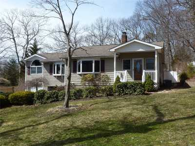 Smithtown Single Family Home For Sale: 8 Pineacre Dr