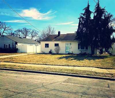 Massapequa Single Family Home For Sale: 3 Oxford Rd