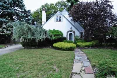 Rockville Centre Single Family Home For Sale: 21 Salem Rd