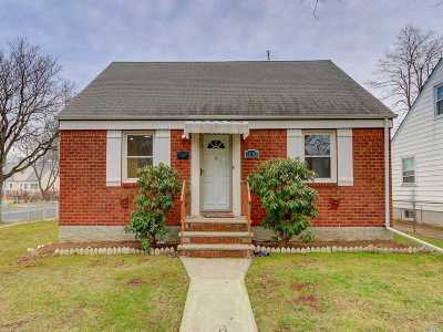 Floral Park Single Family Home For Sale: 79-03 262nd St