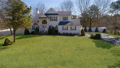 Middle Island Single Family Home For Sale: 59 Winterberry Dr