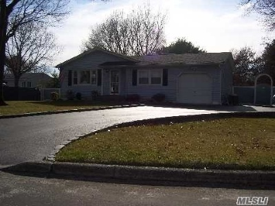 Medford Single Family Home For Sale: 6 Royalwood Ct
