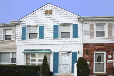 Valley Stream Condo/Townhouse For Sale: 350 N Corona Ave