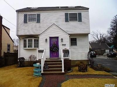 W. Hempstead Single Family Home For Sale: 625 Robin Ct