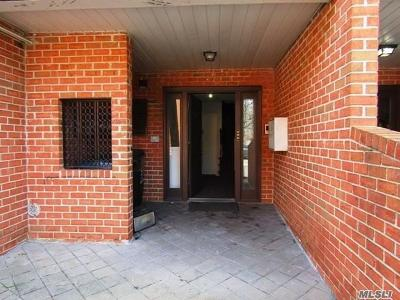 Bayside Condo/Townhouse For Sale: 219-74 64th Ave #B
