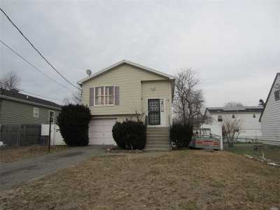 Wyandanch Single Family Home For Sale: 63 S 26th St