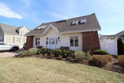Freeport Single Family Home For Sale: 360 Bedell St