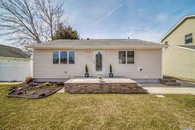 Hicksville Single Family Home For Sale: 8 Willy Ln