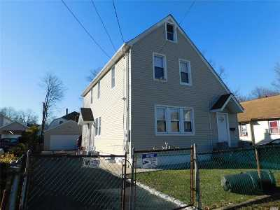 Hempstead Single Family Home For Sale: 206 Yale St