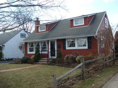Hicksville Single Family Home For Sale: 108 Wilfred Blvd