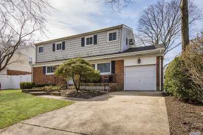 Huntington Sta Single Family Home For Sale: 5 Darnley Pl