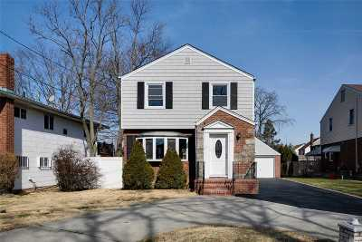 W. Hempstead Single Family Home For Sale: 274 Woodfield Rd