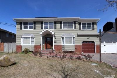 Syosset Single Family Home For Sale: 7 Russell Park Rd