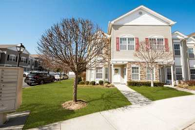 East Meadow Condo/Townhouse For Sale: 117 Spring Dr