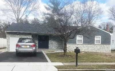 Syosset Single Family Home For Sale: 122 S Greenway Dr