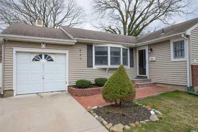 N. Babylon Single Family Home For Sale: 537 Thorn St
