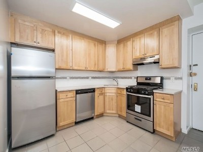 Long Beach Condo/Townhouse For Sale: 25 W Broadway #107