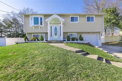 Centereach Single Family Home For Sale: 99 Holiday Park Dr