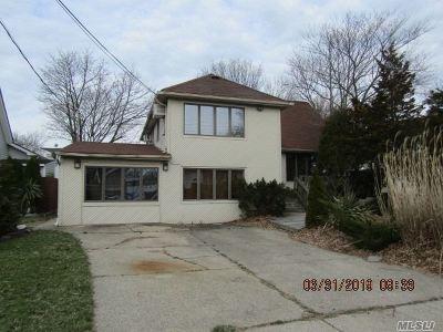 Merrick Single Family Home For Sale: 2816 Riverside Ave