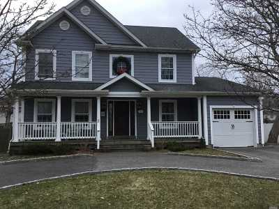 East Islip Single Family Home For Sale: 72 Quintuck Ln