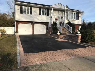 Greenlawn Single Family Home For Sale: 17 Northgate Dr