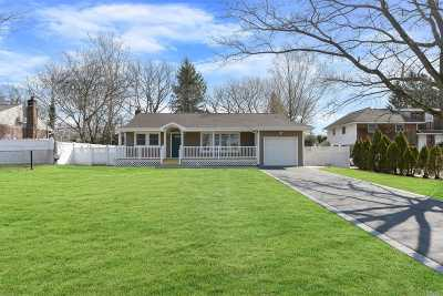 Commack Single Family Home For Sale: 19 Crabapple Ln