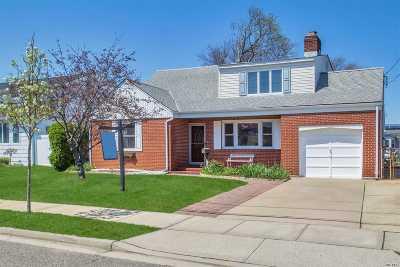 Massapequa Single Family Home For Sale: 7 Sutton Pl