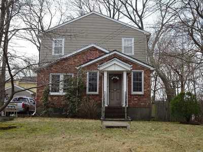 Ronkonkoma Single Family Home For Sale: 204 Seneca St