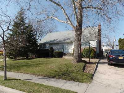 Wantagh Single Family Home For Sale: 3111 Ward Ln