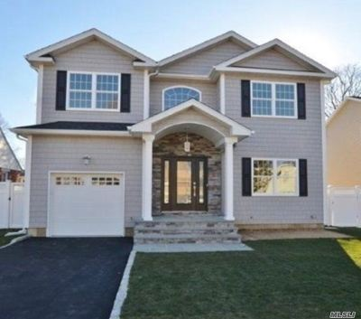 Massapequa Single Family Home For Sale: 220 Rhode Island Ave