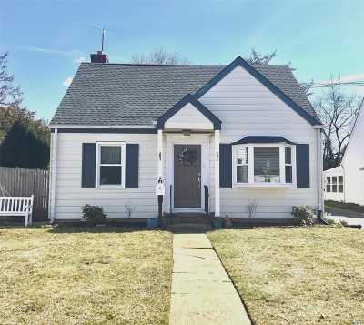 Farmingdale Single Family Home For Sale: 39 Balcom Rd