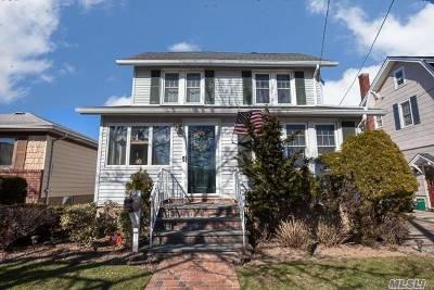 Lynbrook Single Family Home For Sale: 45 Huntington Ave